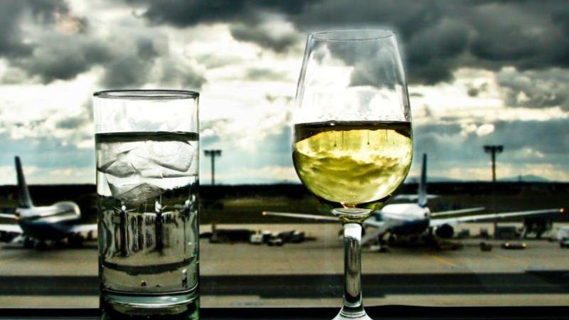 Сколько алкоголя можно перевозить в самолете