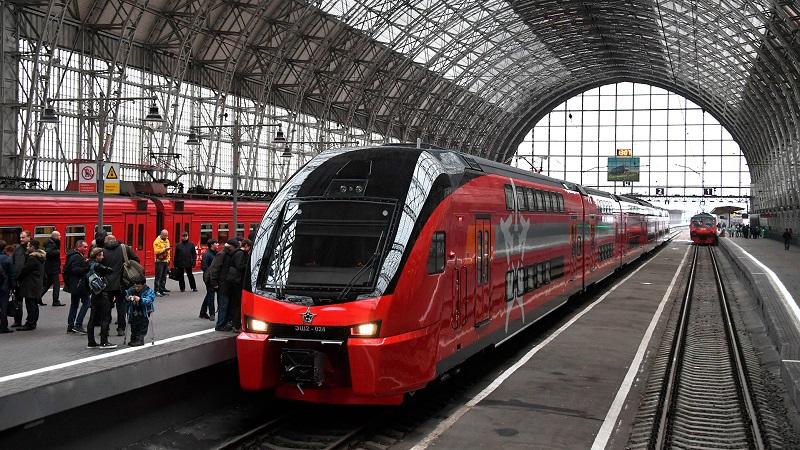 доехать до аэропорта Шереметьево на общественном транспорте