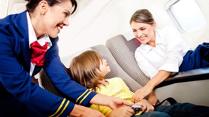 со скольки лет ребенок может летать на самолете один